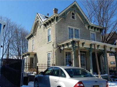 Middletown Single Family Home For Sale: 30 Roberts Street