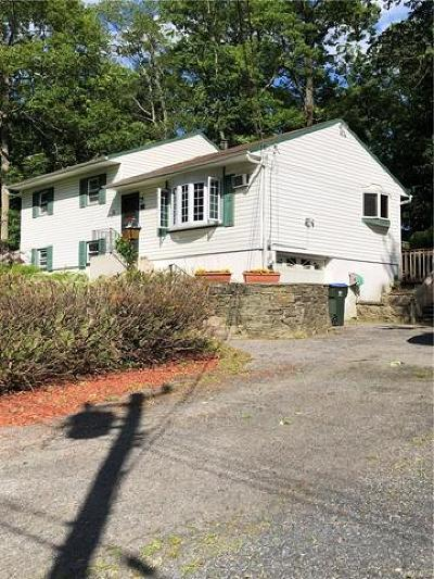 Middletown Single Family Home For Sale: 26 Maple Drive