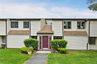 Yorktown Heights Condo/Townhouse For Sale: 50 Jefferson Oval #A