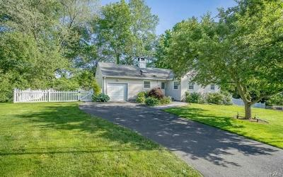 White Plains Single Family Home For Sale: 14 Sammis Lane