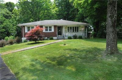 Newburgh Single Family Home For Sale: 208 Hy Vue Circle