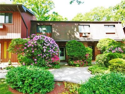 Westchester County Condo/Townhouse For Sale: 79 Coachlight Square