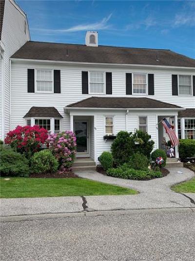 Westchester County Condo/Townhouse For Sale: 95 Locust Ridge