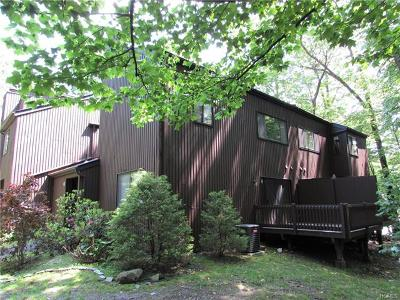 Highland Single Family Home For Sale: 6 Acorn Court