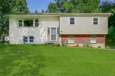 Rockland County Single Family Home For Sale: 11 Fairway Oval