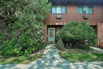 Westchester County Condo/Townhouse For Sale: 212 Coachlight Square