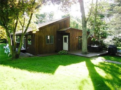 Westchester County Single Family Home For Sale: 1854 Dogwood Drive