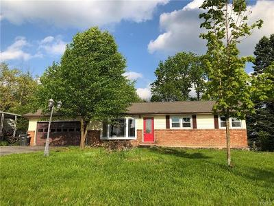 Middletown Single Family Home For Sale: 8 Hillcrest Drive