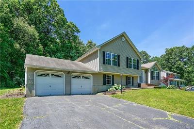 Newburgh Single Family Home For Sale: 17 Cindy Lane