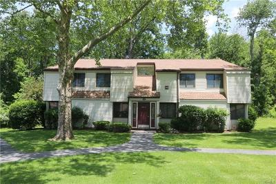 Yorktown Heights Condo/Townhouse For Sale: 44 Jefferson Oval #A