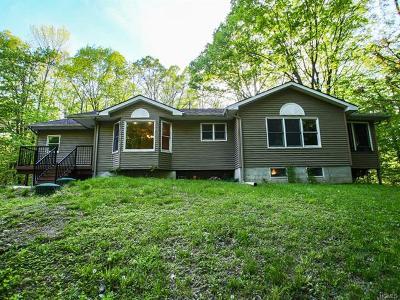 Monroe Single Family Home For Sale: 17 Celtic Place