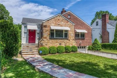 New Rochelle Single Family Home For Sale: 81 Stonelea Place