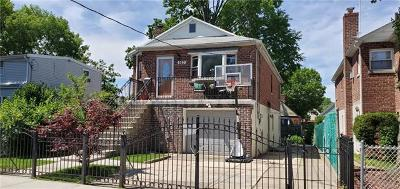 Multi Family 2-4 For Sale: 923 Swinton Avenue