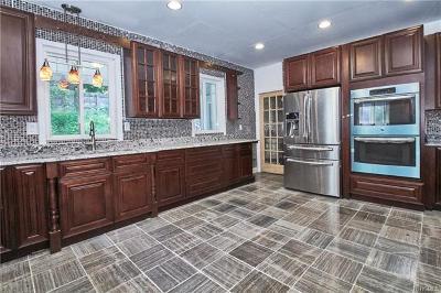 Middletown Single Family Home For Sale: 61 Monhagen Avenue