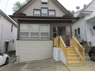 Newburgh Single Family Home For Sale: 21 Poplar Street
