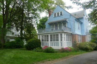 Westchester County Single Family Home For Sale: 452 Pelhamdale Avenue