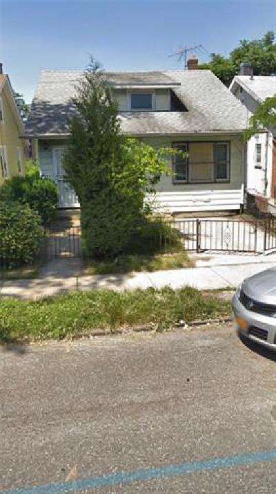 Bronx NY Single Family Home For Sale: $349,000
