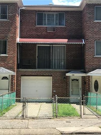 Bronx County Single Family Home For Sale: 184 Pennyfield Avenue