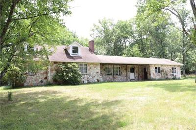 Pine Bush Single Family Home For Sale: 85 Red Barn Road