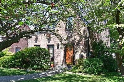 Bronxville Single Family Home For Sale: 17 Cross Street