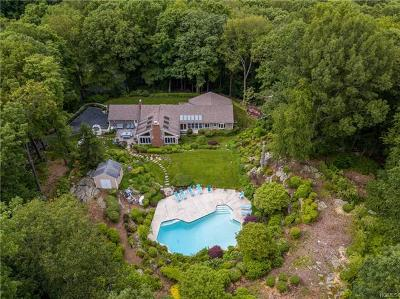Bedford Single Family Home For Sale: 84 Hickory Pass