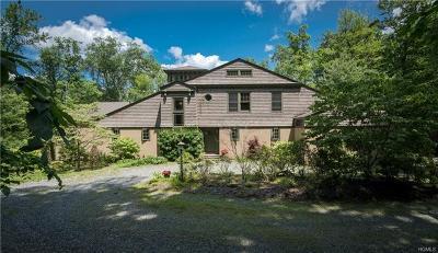 Pomona Single Family Home For Sale: 23 Dogwood Lane