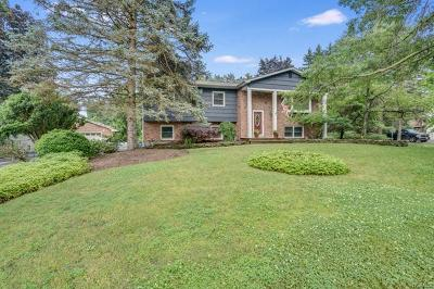 Spring Valley Single Family Home For Sale: 30 Pennington Way