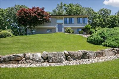 Valley Cottage Single Family Home For Sale: 10 Herald Court