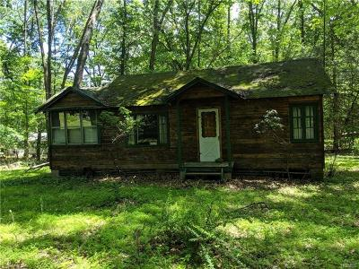 Middletown Single Family Home For Sale: 55 Woodcrest Drive