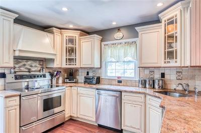 Ossining Single Family Home For Sale: 14 Piping Rock Drive