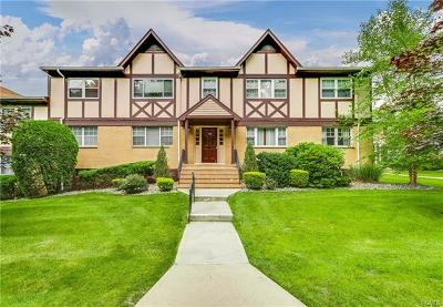 Suffern Condo/Townhouse For Sale: 108 Yorkshire Drive #Y13