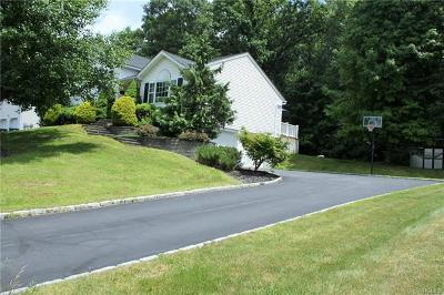 Newburgh Single Family Home For Sale: 26 Ramblewood Drive