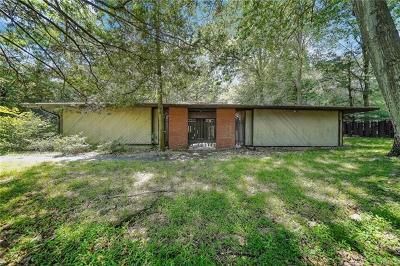 Pomona Single Family Home For Sale: 9 Chestnut Drive