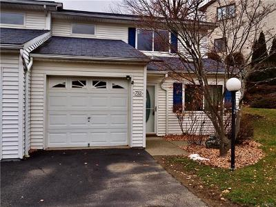New Windsor Condo/Townhouse For Sale: 732 Hewitt Lane