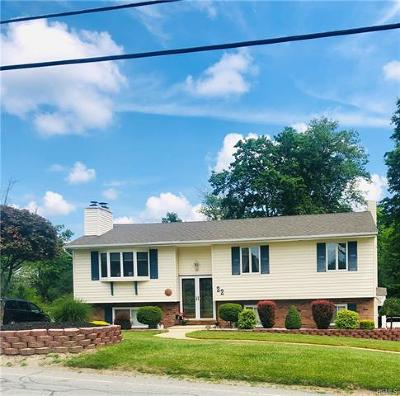Middletown Single Family Home For Sale: 22 Freezer Road