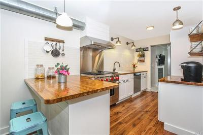 Westchester County Condo/Townhouse For Sale: 7 Country Place