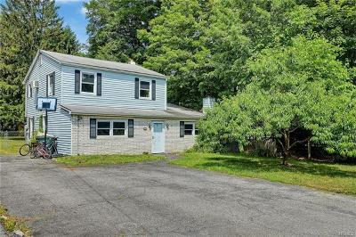 Newburgh Single Family Home For Sale: 25 Algonquin Drive