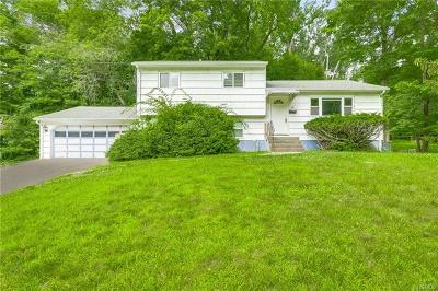 Rockland County Single Family Home For Sale: 4 Hidden Glen Lane