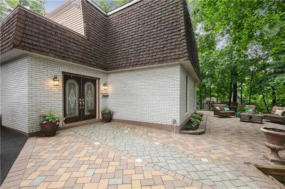 Single Family Home For Sale: 15 Green Hill Court