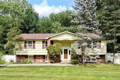 Pomona Single Family Home For Sale: 7 Gessner Terrace