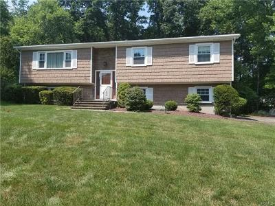 Nanuet Single Family Home For Sale: 26 Sturbridge Court