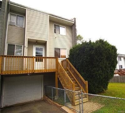 Middletown Single Family Home For Sale: 62 Sandburg Court