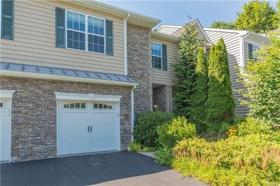 Fishkill Condo/Townhouse For Sale: 834 Huntington Drive
