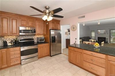 Westchester County Condo/Townhouse For Sale: 518 Heritage Hills #B