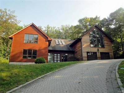 Westchester County Single Family Home For Sale: 28 Priory Lane