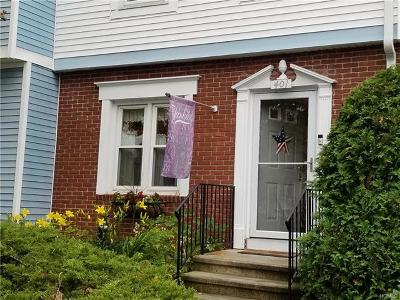 Mahopac Condo/Townhouse For Sale: 401 Williamsburg Drive