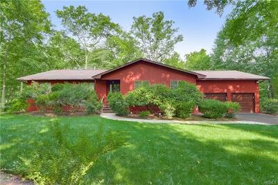 Pomona Single Family Home For Sale: 3 Deer Hollow Run
