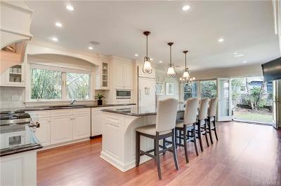 Connecticut Single Family Home For Sale: 142 Sound Beach Avenue