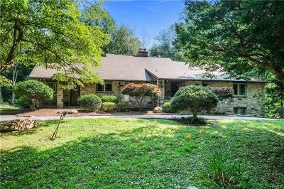 White Plains Single Family Home For Sale: 165 Hillair Circle