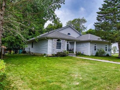 Middletown Single Family Home For Sale: 17 Apple Lane